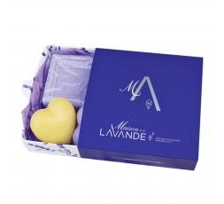 coffret tiroir contenant 2 petits savons coeurs et un savon rectangulaire